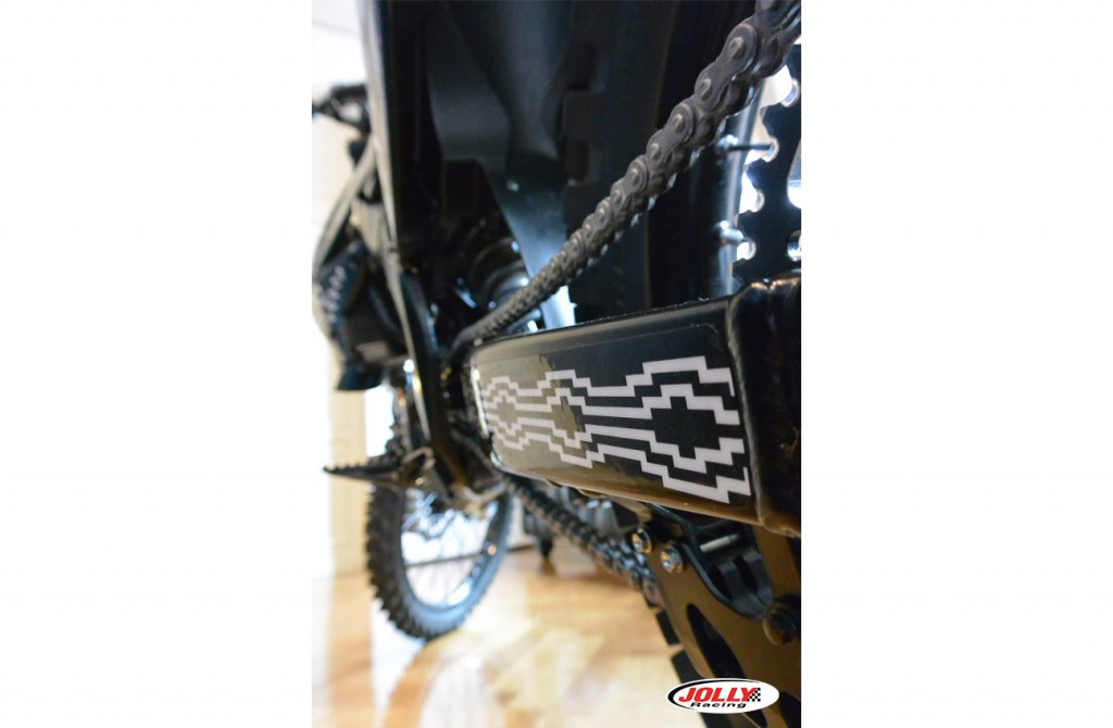 honda_crf_enduro_moto_cross_racing_marcelo_burlon_edition_black_county_milan_detail_2