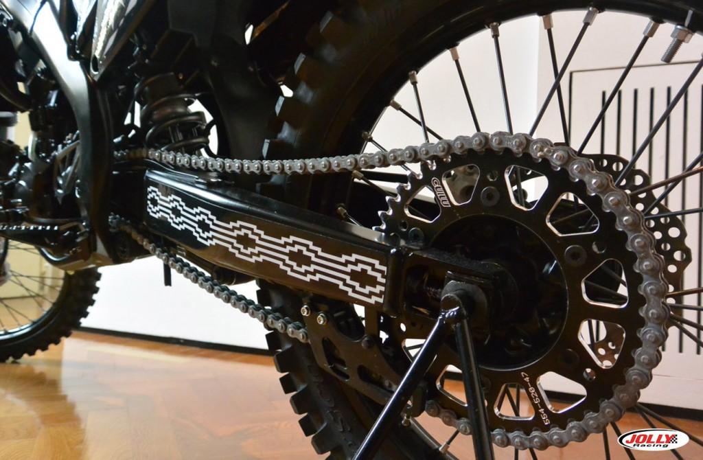 honda_crf_enduro_moto_cross_racing_marcelo_burlon_edition_black_county_milan_detail_3