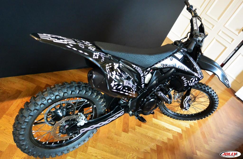 honda_crf_enduro_moto_cross_racing_marcelo_burlon_edition_black_county_milan_detail_final