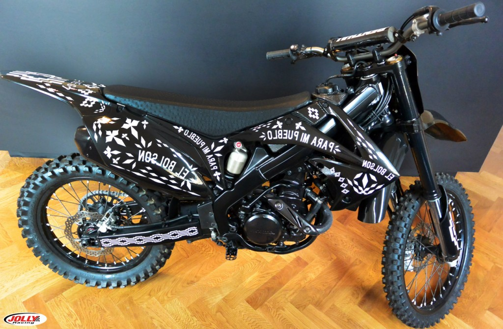 honda_crf_enduro_moto_cross_racing_marcelo_burlon_edition_black_county_milan_detail_final_1